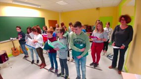 "LES ELEVES DE 5°A DU COLLEGE GUILLAUME FOUACE CHANTENT ""THE EYE OF THE TIGER"""